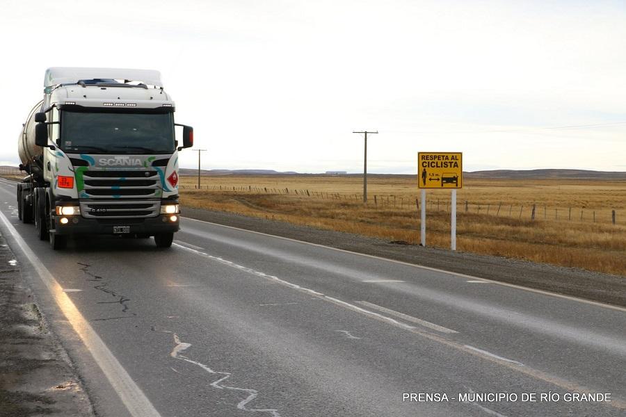 Se colocaron carteles de seguridad para ciclístas en la ruta