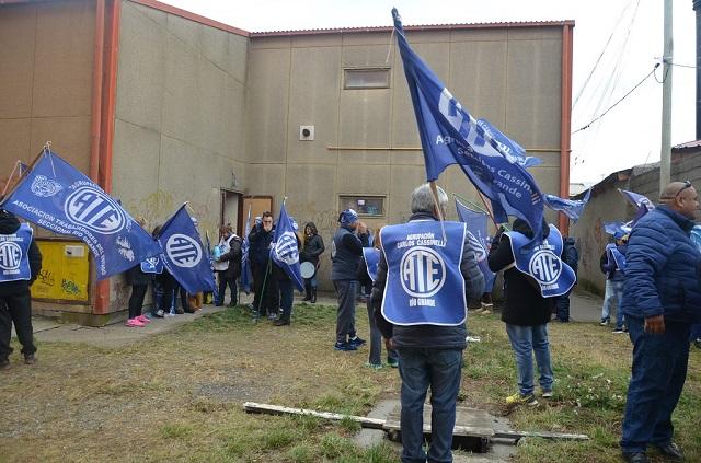 Esta vez, integrantes de la ATE protestaron en las gamelas de calle Thorne