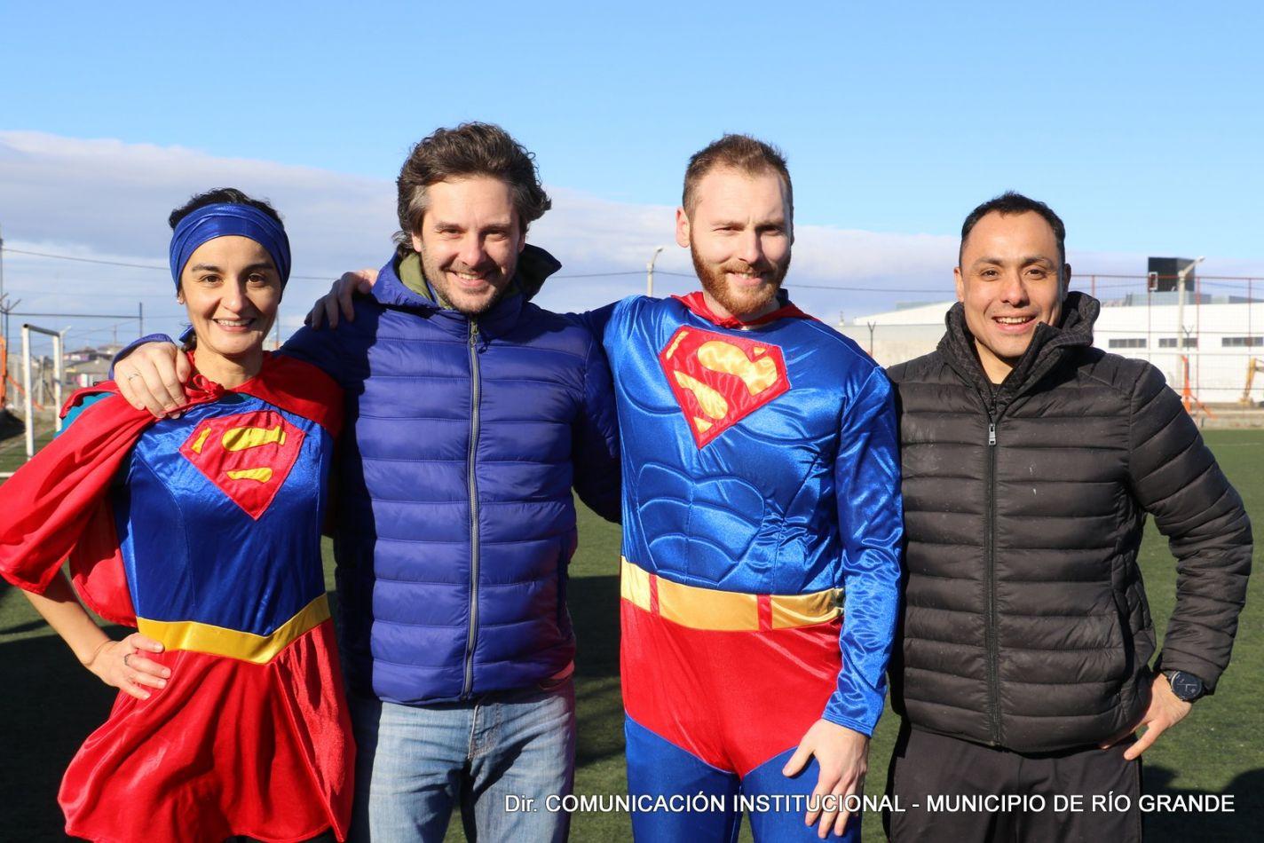 La Agencia de Deportes prepara una obra de teatro de superhéroes para los niños de la ciudad