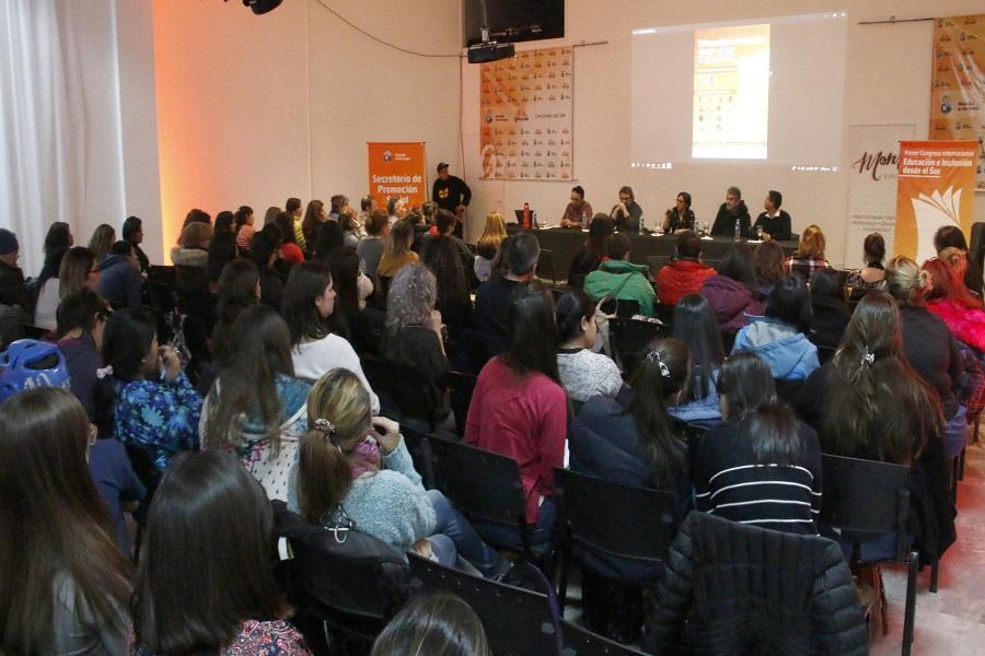 Ushuaia: Exitosa conferencia en el marco del 1er Congreso Internacional de Educación