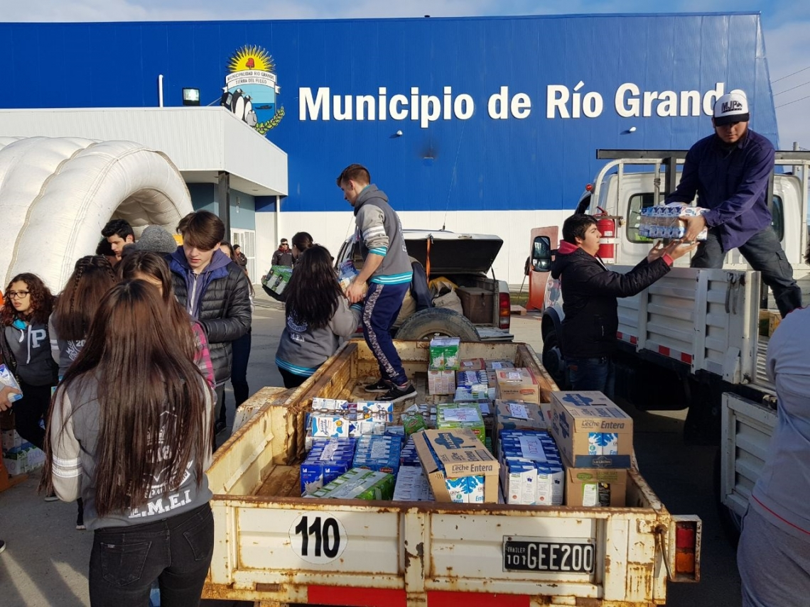 Olimpíadas Estudiantiles: Jóvenes batieron el récord en colecta solidaria de leche