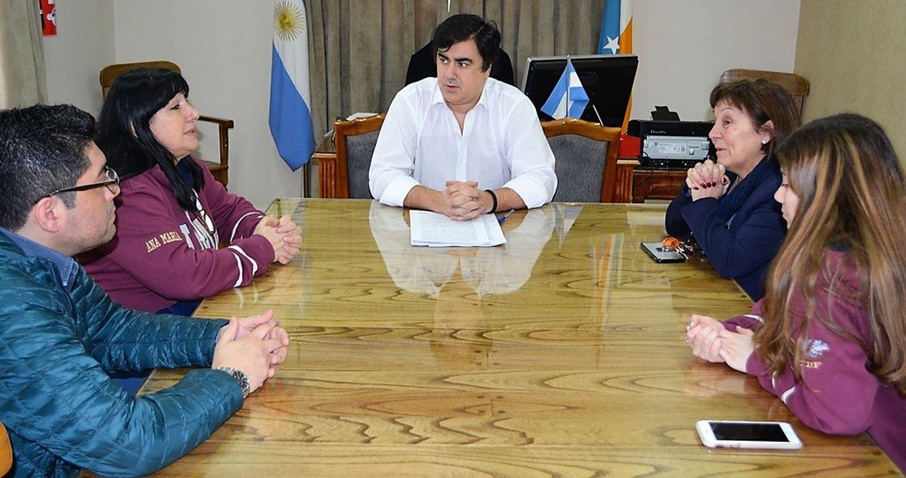 Alejandro Nogar en reunión con autoridades del Colegio María Auxiliadora.