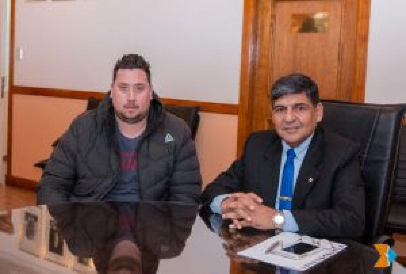 Fernando Korell, automovilista ushuaiense se entrevistó con el vicegobernador Arcando