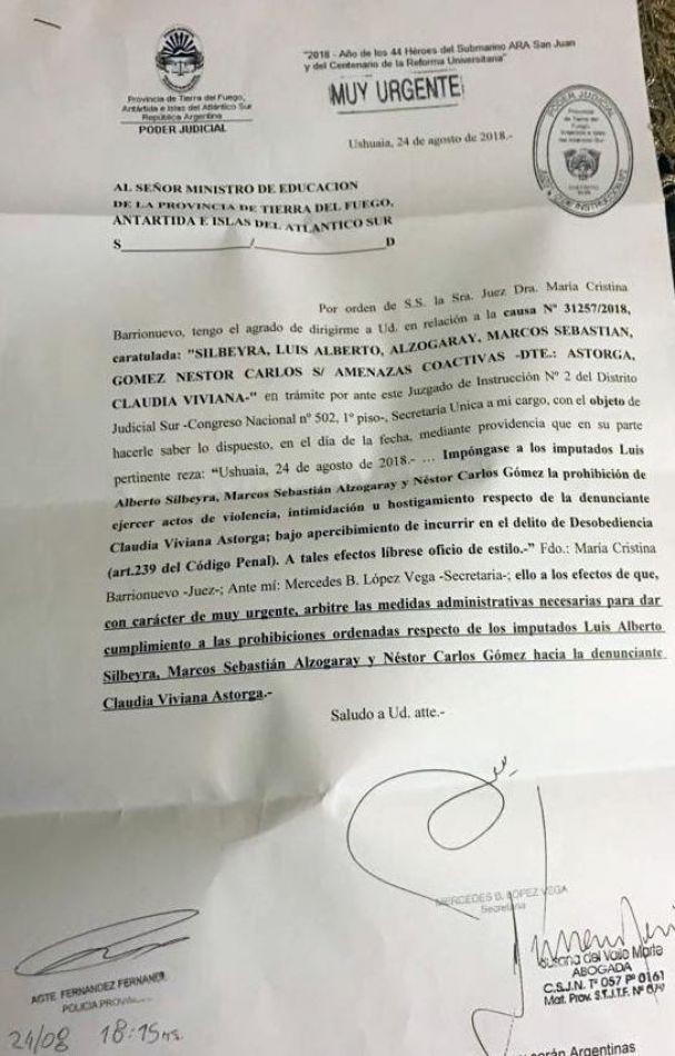 La justicia ordenó el inmediato cese del hostigamiento contra la directora del Sábato