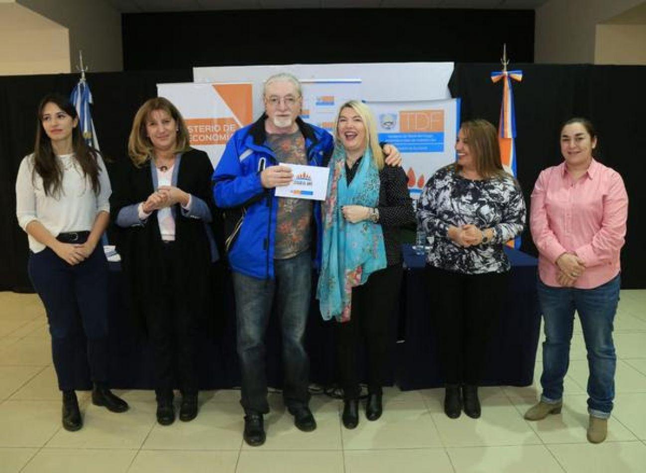 Más familias de Río Grande mejorarán su calidad de vida