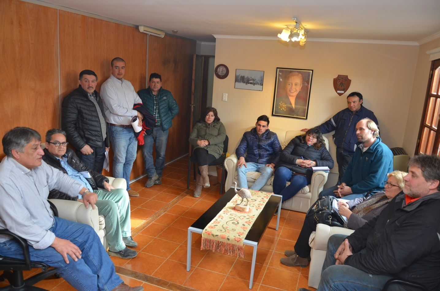 El intendente Claudio Queno mantuvo un encuentro con madereros por la crisis del sector.