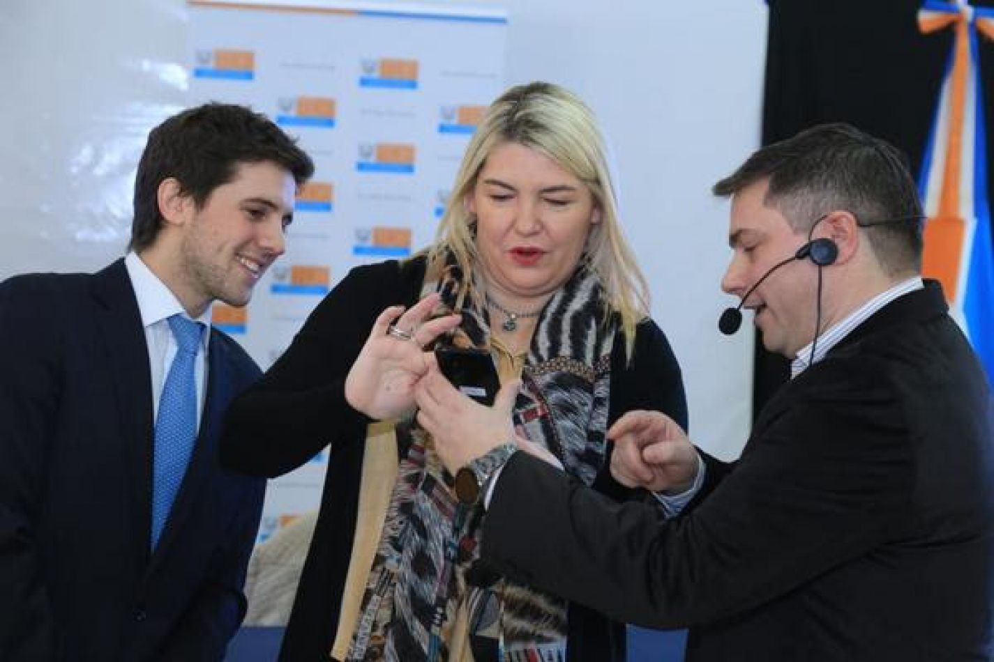 La gobernadora Rosana Bertone junto al director Ejecutivo de la AREF Arturo Capellano