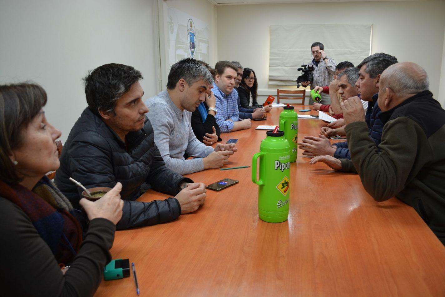 Reunión propiciada por el concejal Paulino Rossi,