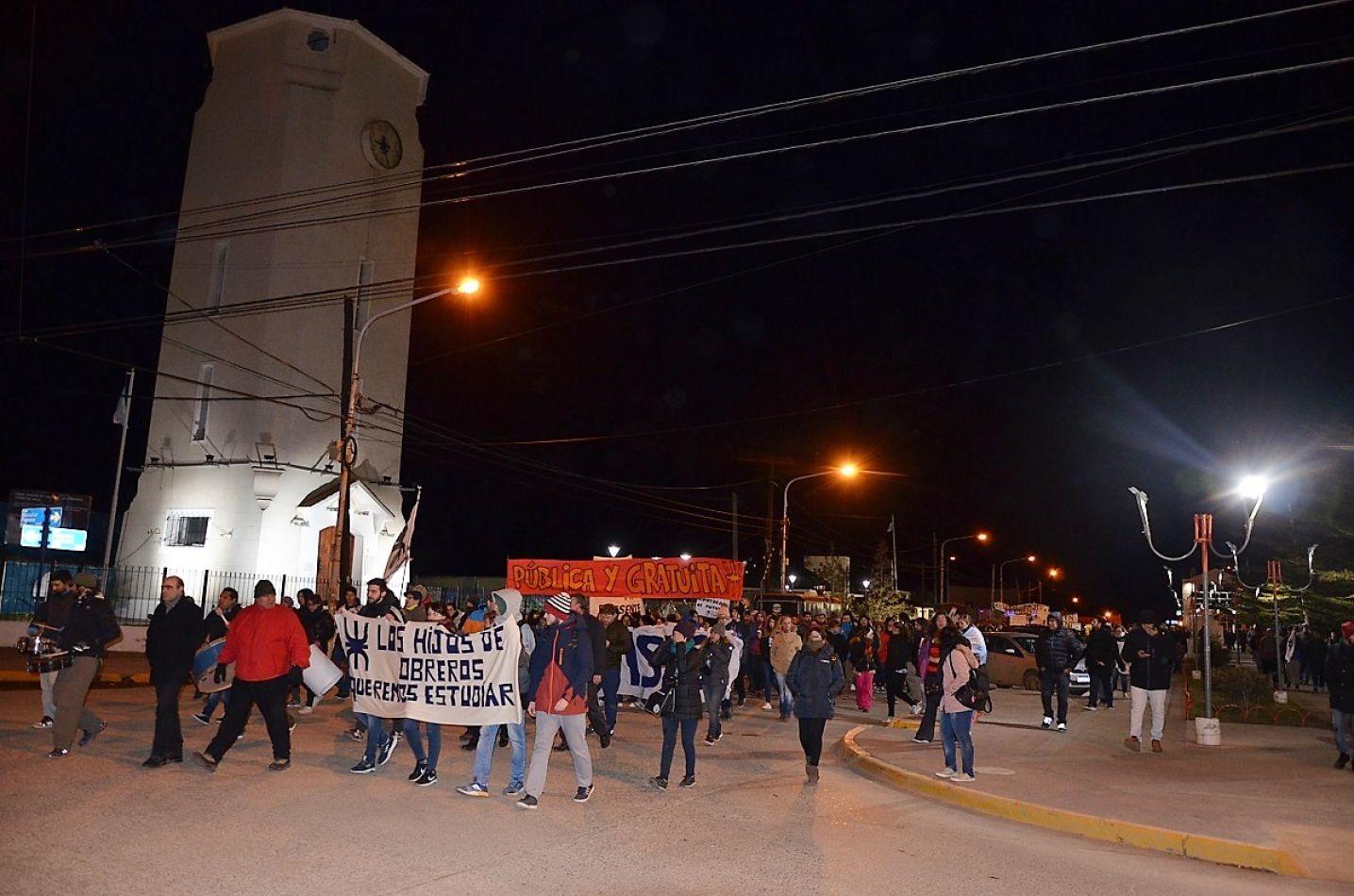 Universidades marcharon en Tierra del Fuego contra el ajuste.