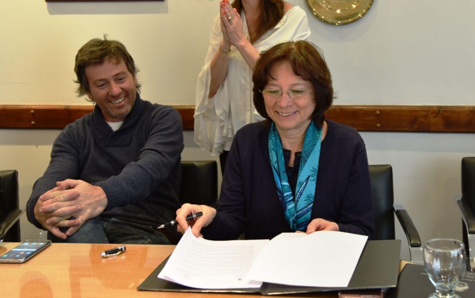 El Ministro de Justicia y Derechos Humanos de la Nación, Germán Garavano y la presidente de  y (Ju.Fe.Jus) María del Carmen Battaini.