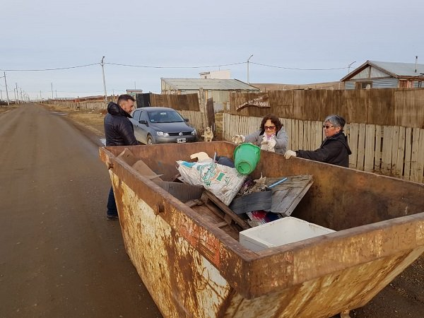 Operativos de saneamiento con colocación de volquetes en chacras de la Margen sur