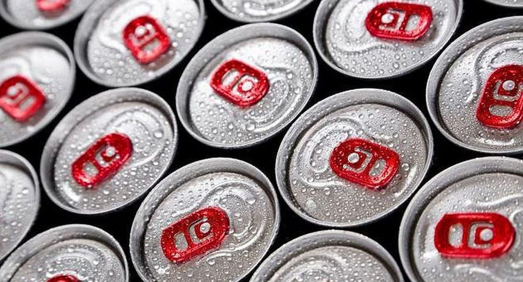 Londres busca prohibir venta de bebidas energéticas a niños y adolescentes