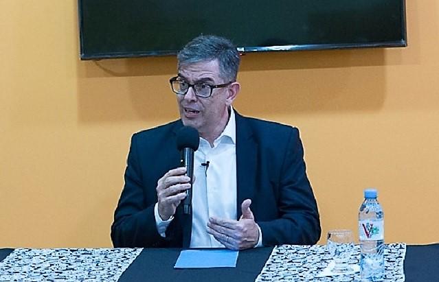 El licenciado Gabriel Ballerini, especialista en Bioética conferenció en Río Grande