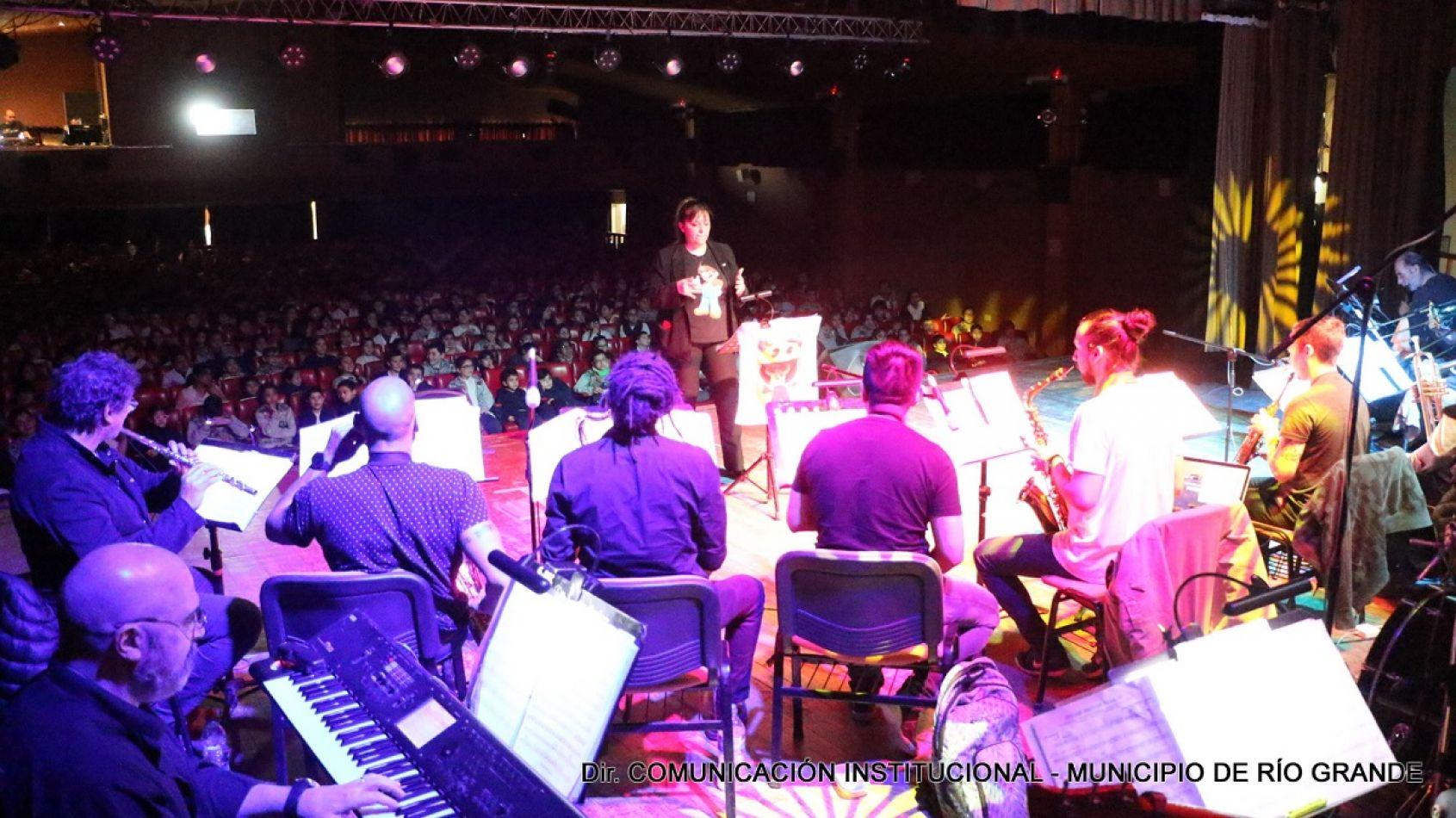 La banda municipal brindó un espectáculo musical infantil