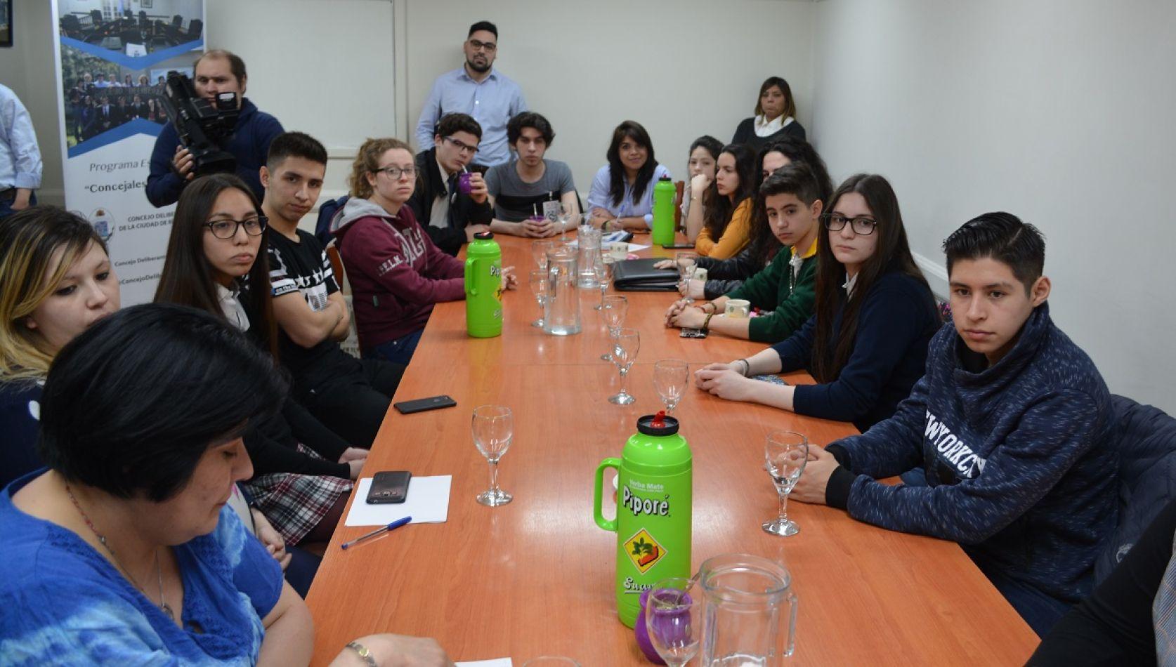 Presentaron a los estudiantes que participarán de la experiencia legislativa