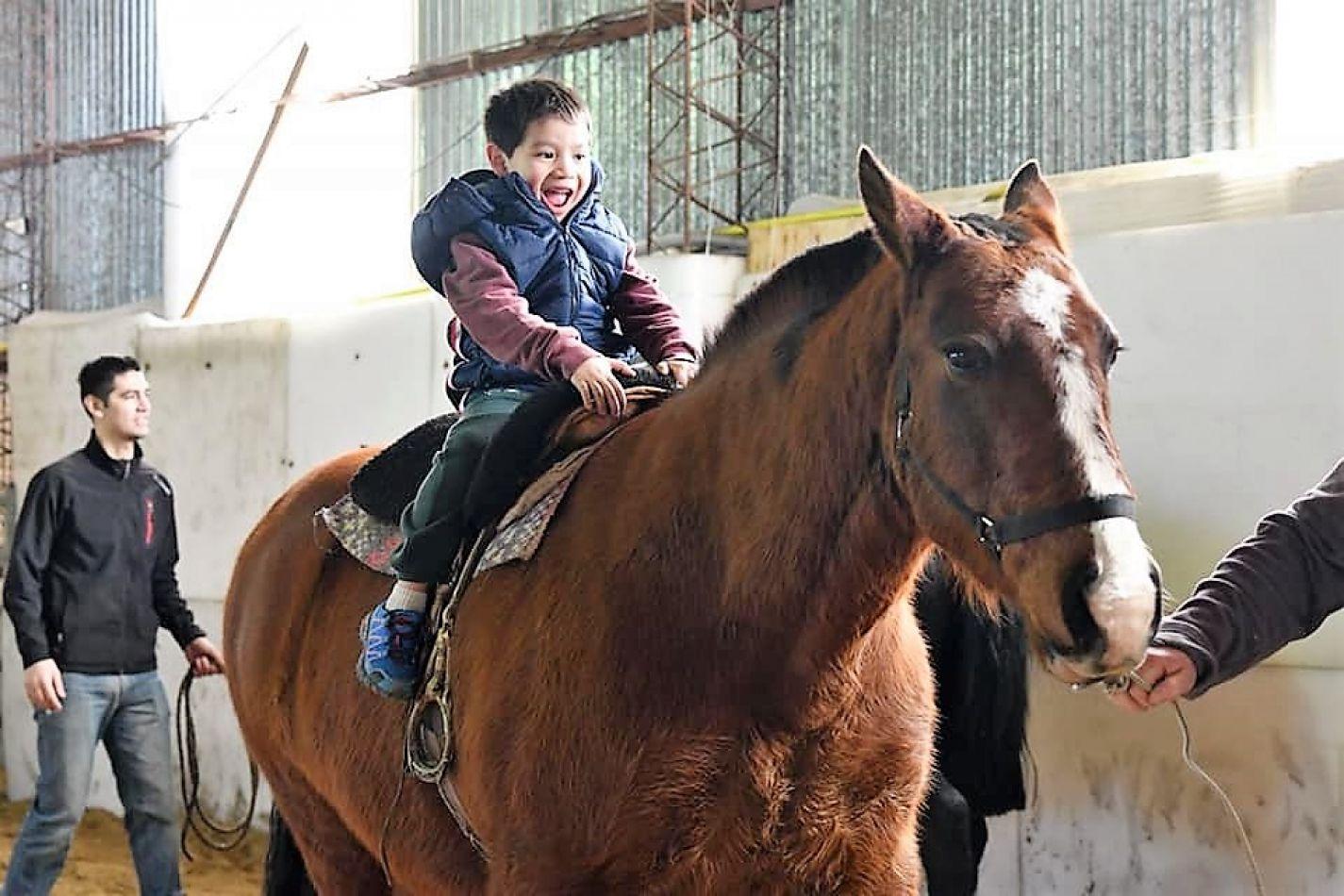 Equitación y Equinoterapia, una propuesta diferente para toda la familia de Río Grande.