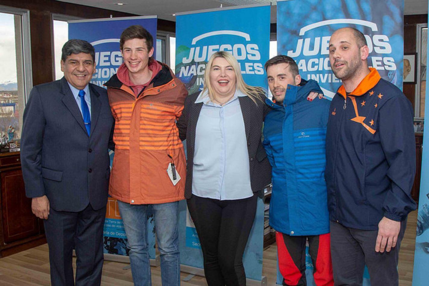 La gobernadora Rosana Bertone recibió este lunes, junto al vicegobernador Juan Carlos Arcando y al secretario de Deportes Ramiro Bravo y deportístas