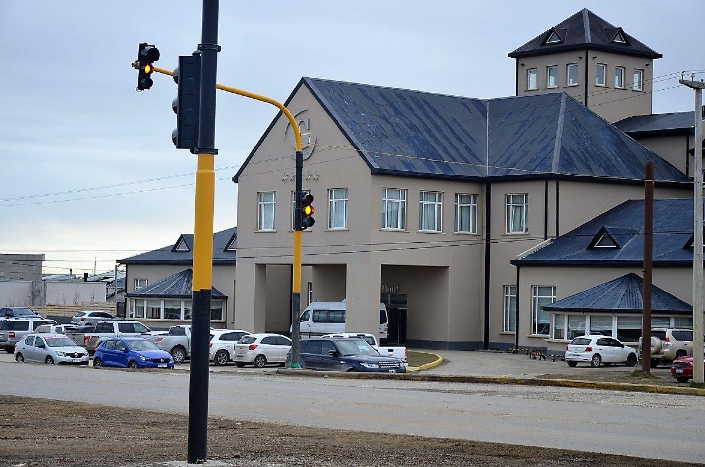 El semáforo que se encuentra frente al Grande Hotel, volvería a funcionar en breve.