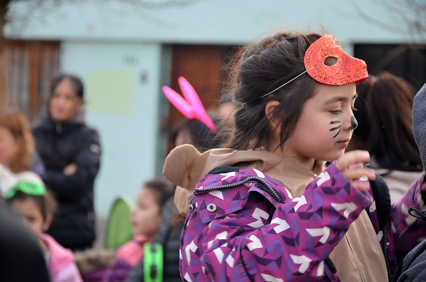 La murga y los desfiles se extendieron por dos cuadras.