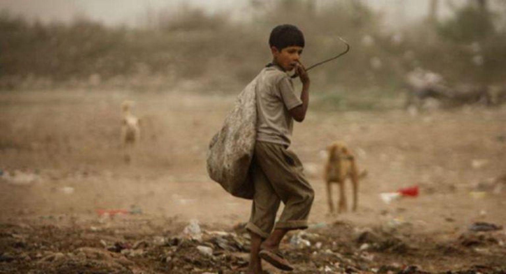 Una cuarta parte de la población mundial, viven en la pobreza y de ese universo la mitad son menores de 18 años.res de 18 años,