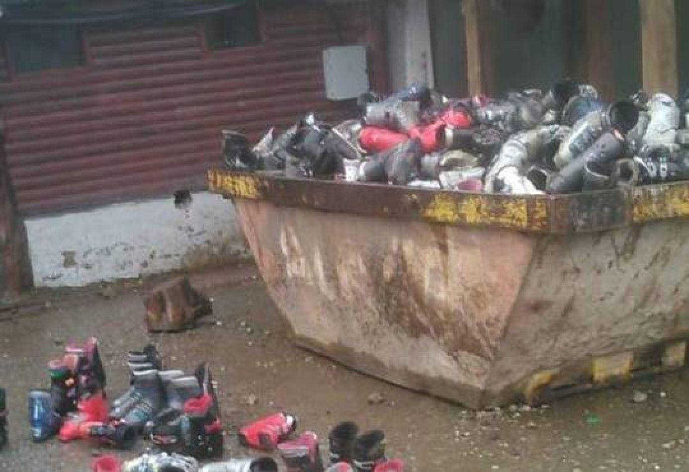 Contenedor de botas de nieve cortadas con moladora