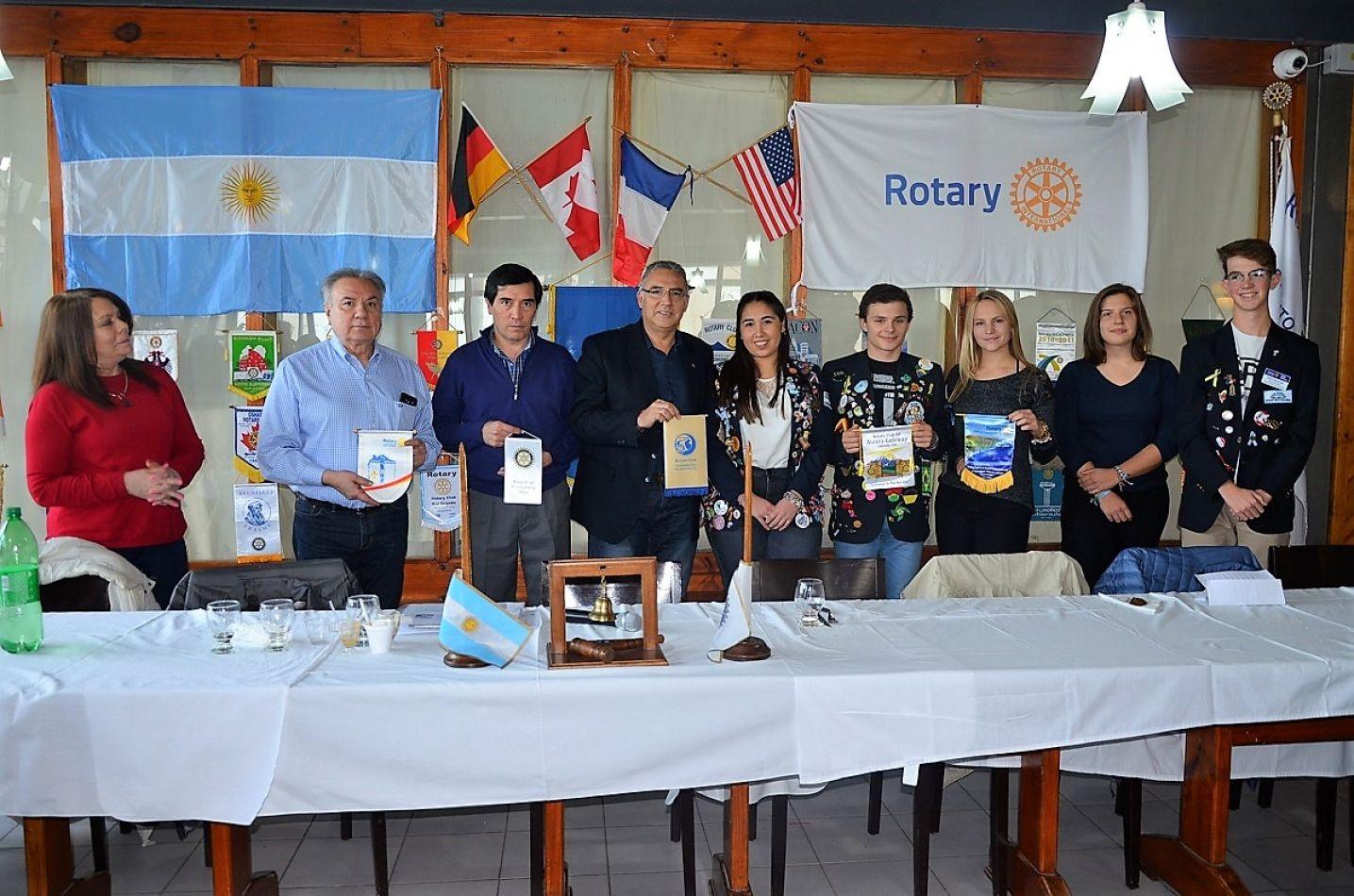 Autoridades del Rotary Club Río Grande encabezaron el almuerzo de camaradería.