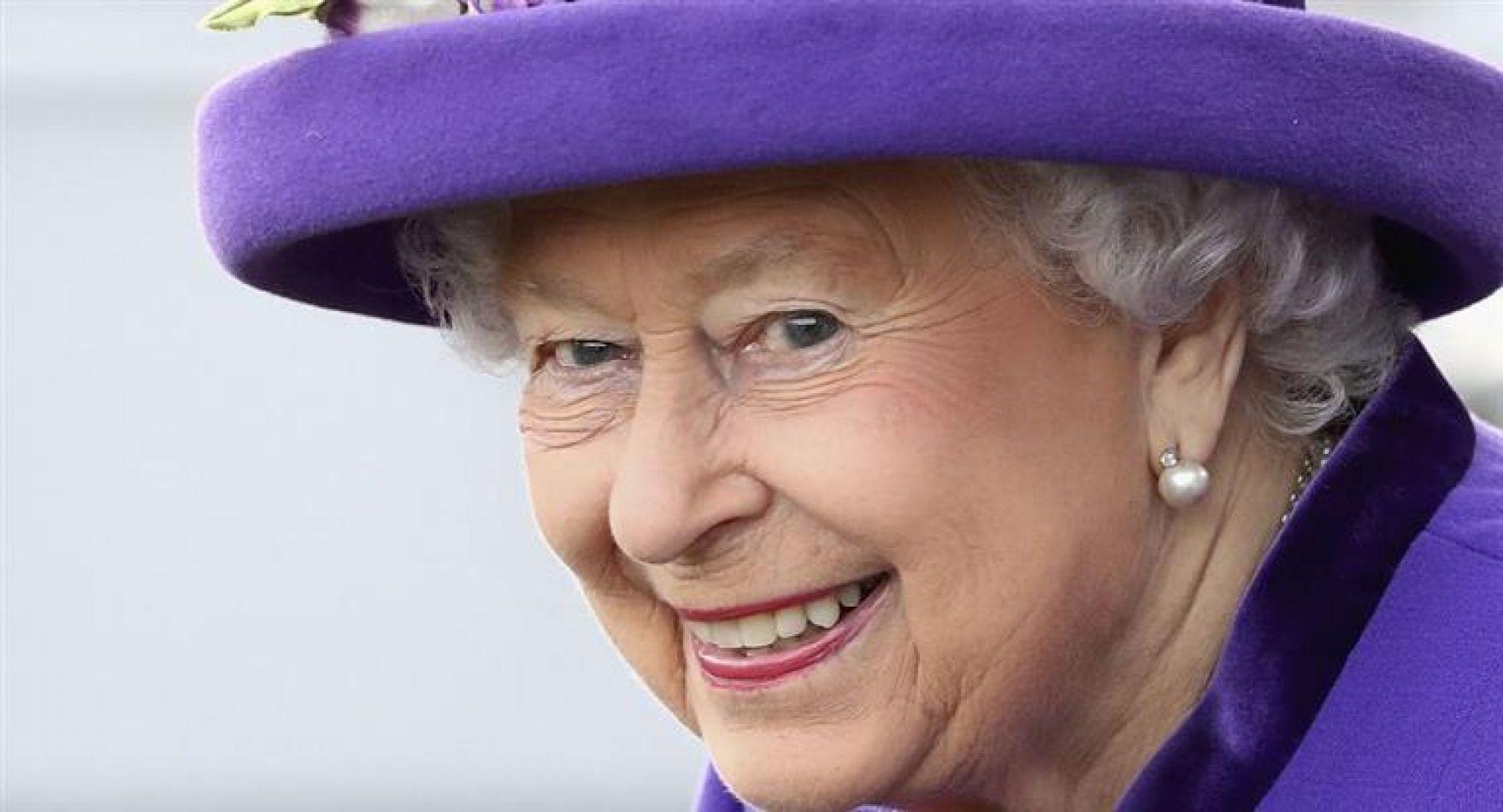 """La información fue publicada en el libro del conocido biógrafo real Robert Hardman, titulado """"The Queen of the World"""""""