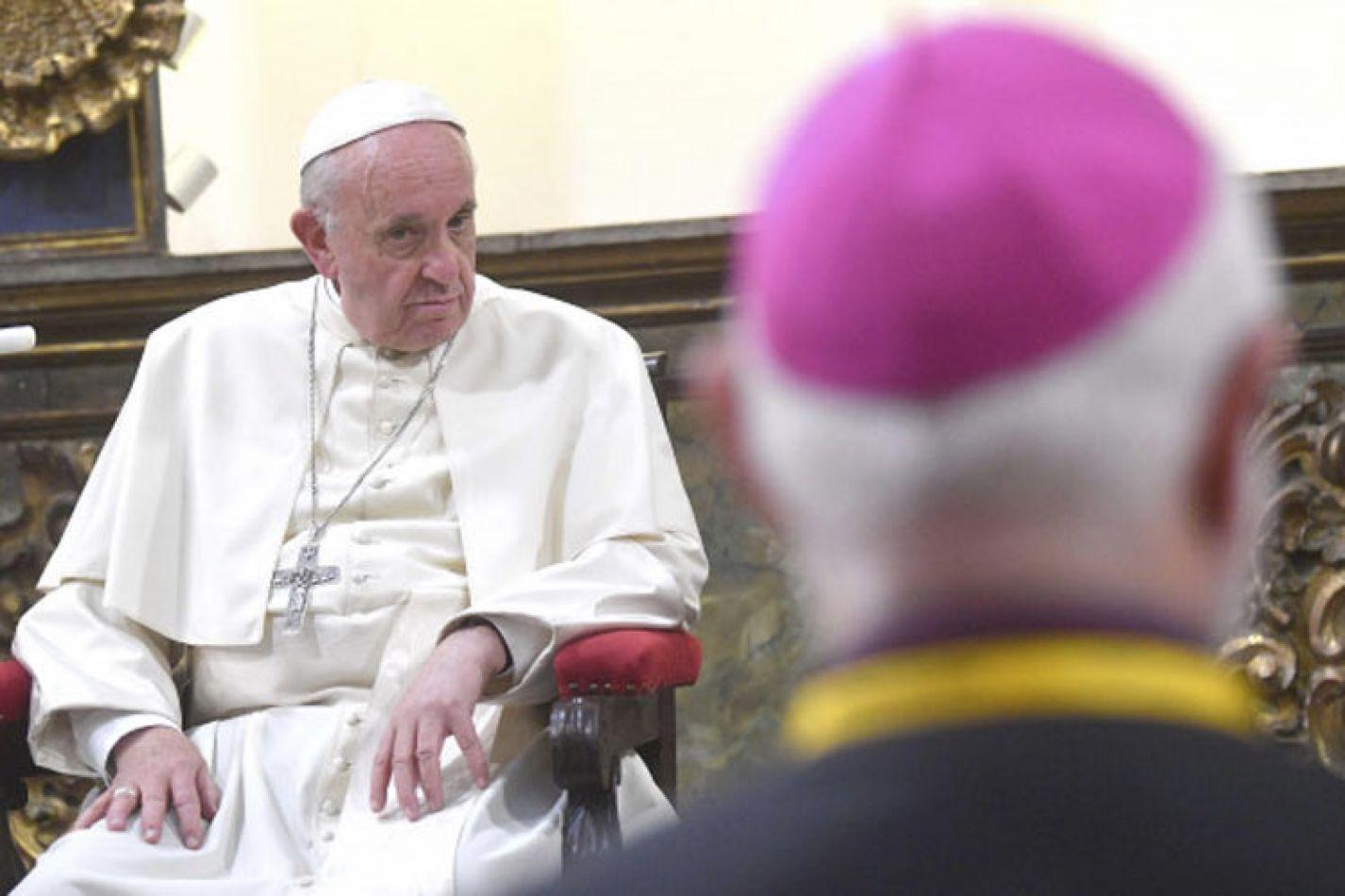 El Papa aceptó dos renuncias y ya son 7 los obispos chilenos apartados por abusos sexuales