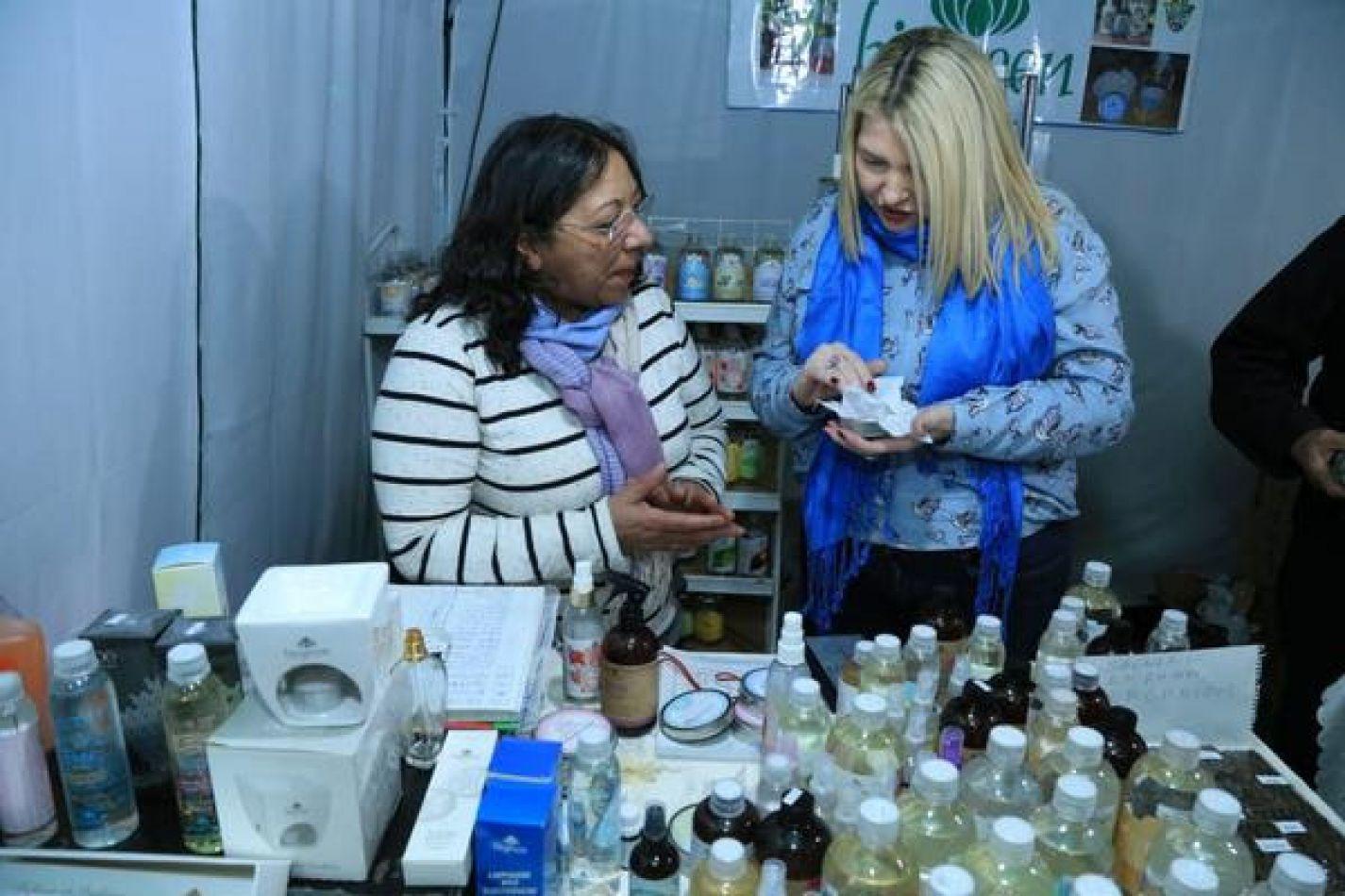 La gobernadora visitó la Expo Mercado Central