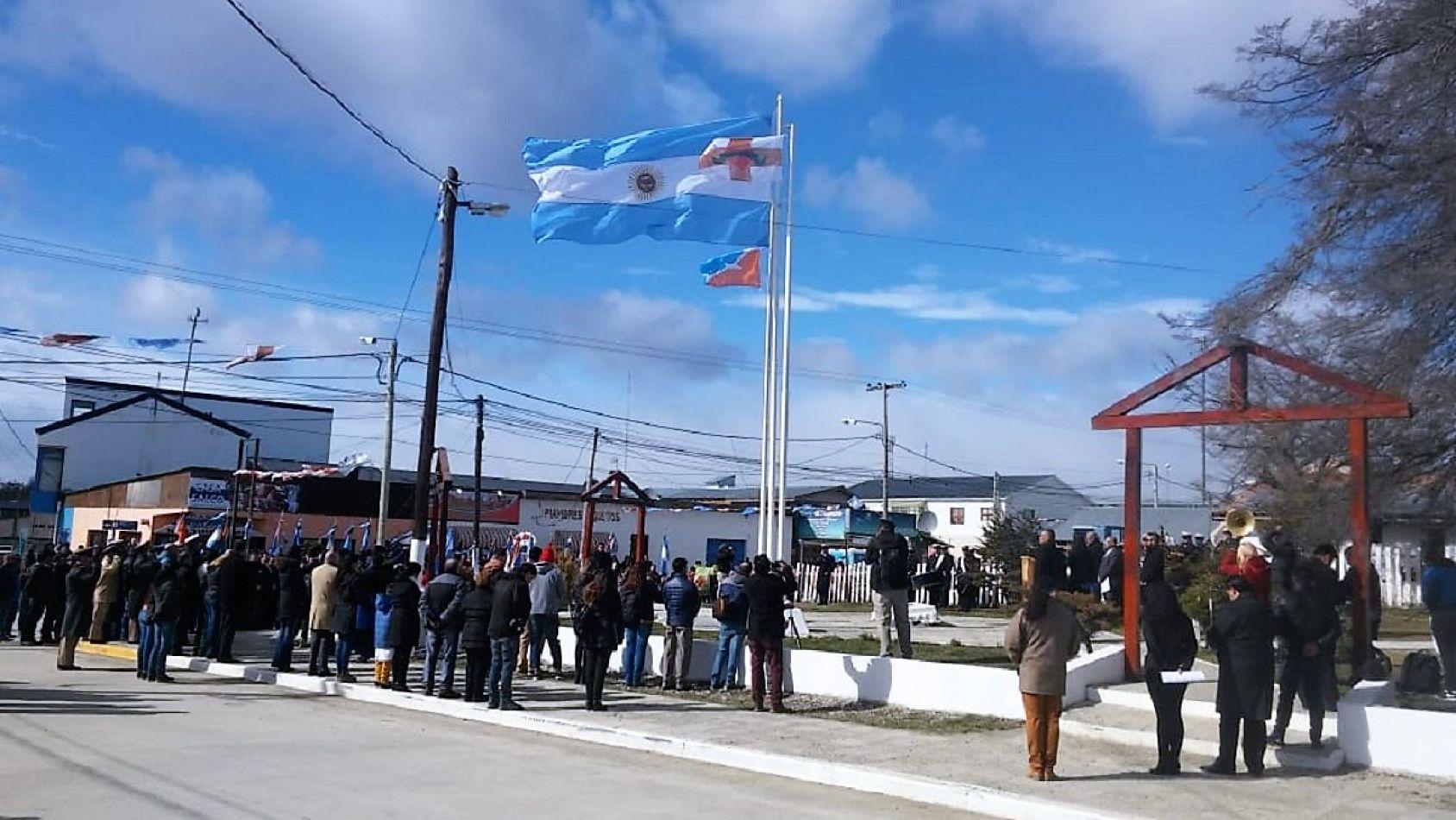 Ceremonia por el aniversario número 46 de la ciudad de Tolhuin.