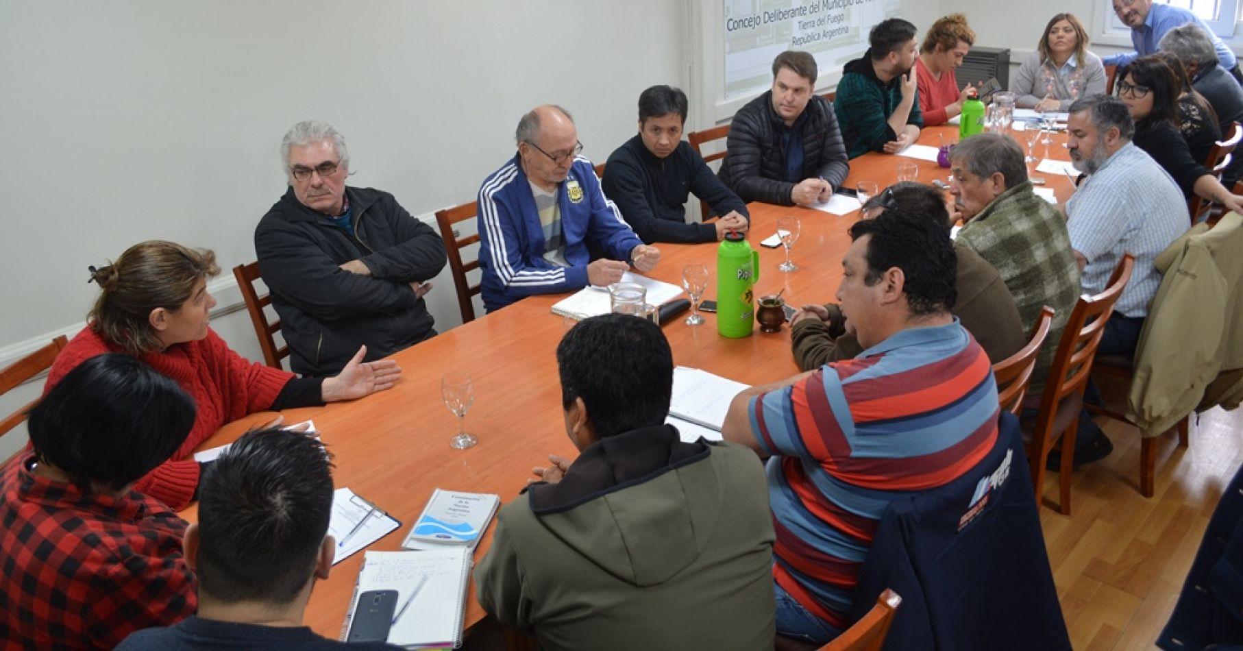 Concejales recibieron a representantes de agencias de remises de la ciudad,