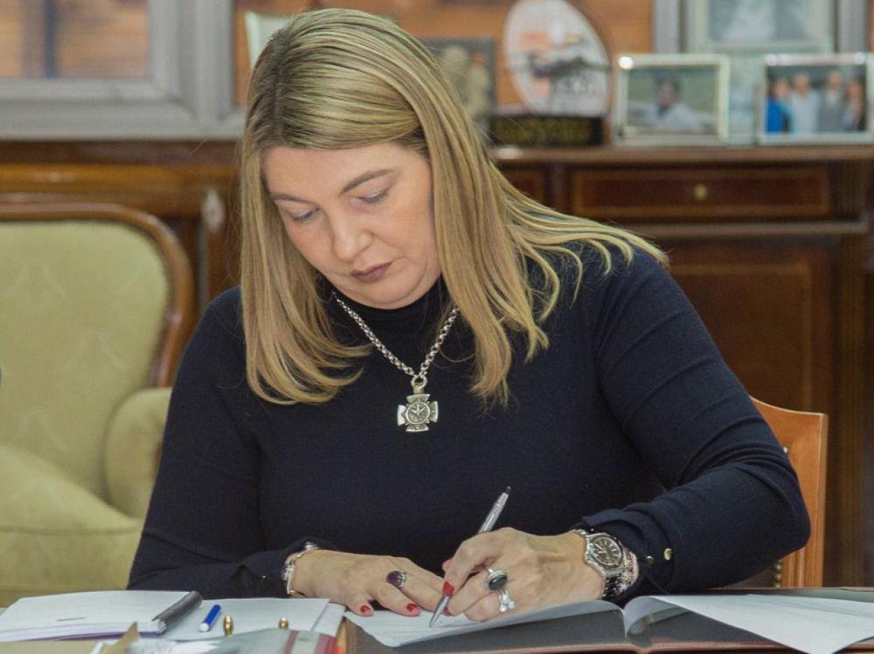 La gobernadora Rosana Bertone