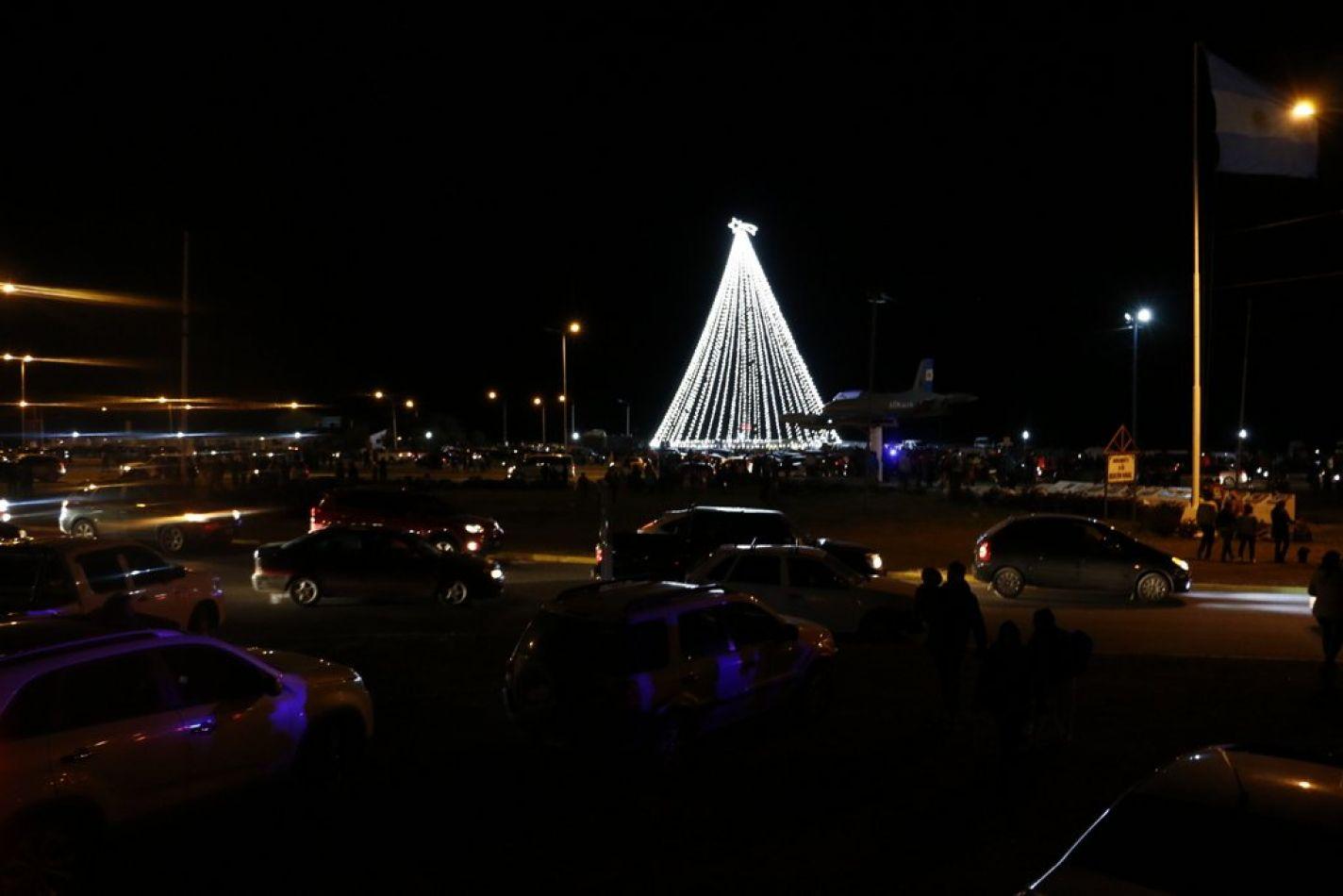 Tradicional encendido del Árbol de Navidad