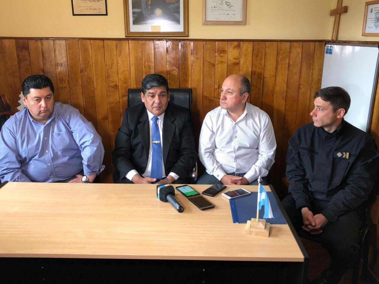 Conferencia de prensa junto a autoridades policiales