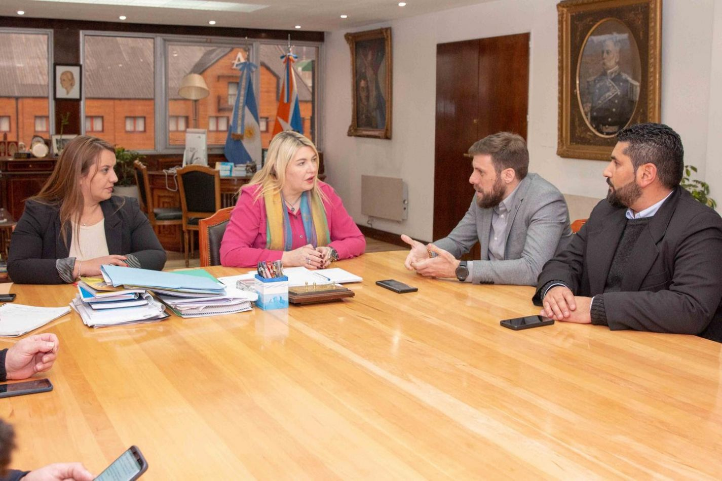 Rosana Bertone y miembros de la Fundación Grooming Argentina