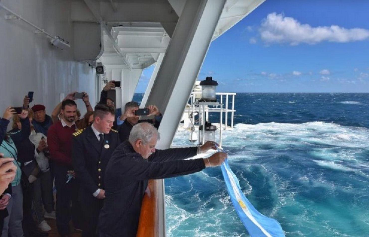 Homenaje a los tripulantes del submarino ARA San Juan