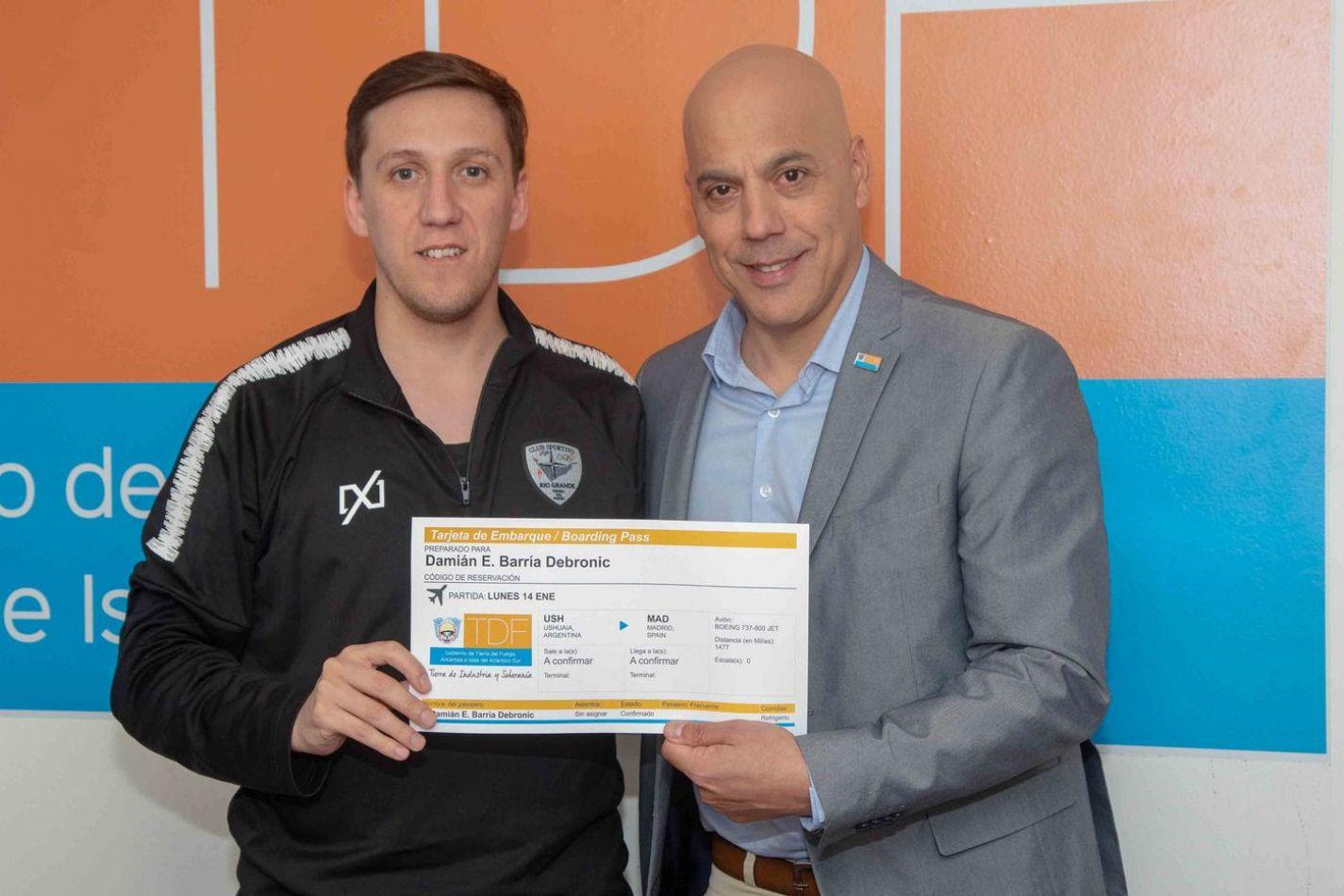 La secretaría de deportes de la Provincia recibió a Damián Barría, DT del club sportivo de futsal de  Río Grande