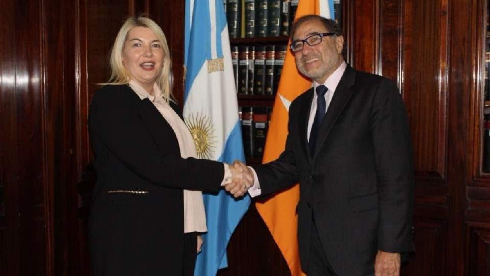 El secretario de representación oficial para la Cuestión Malvinas, Jorge Argüello  junto a la gobernadora Bertone