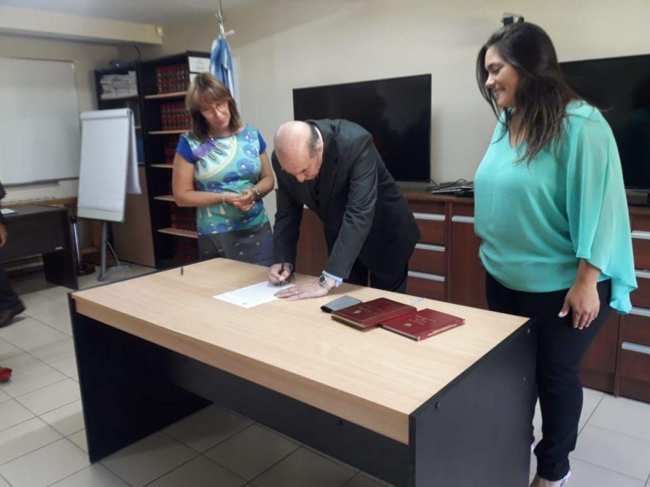 El Fiscal ante el Superior Tribunal de Justicia, Doctor Oscar Luján Fappiano, tomó el juramento a la flamante funcionaria