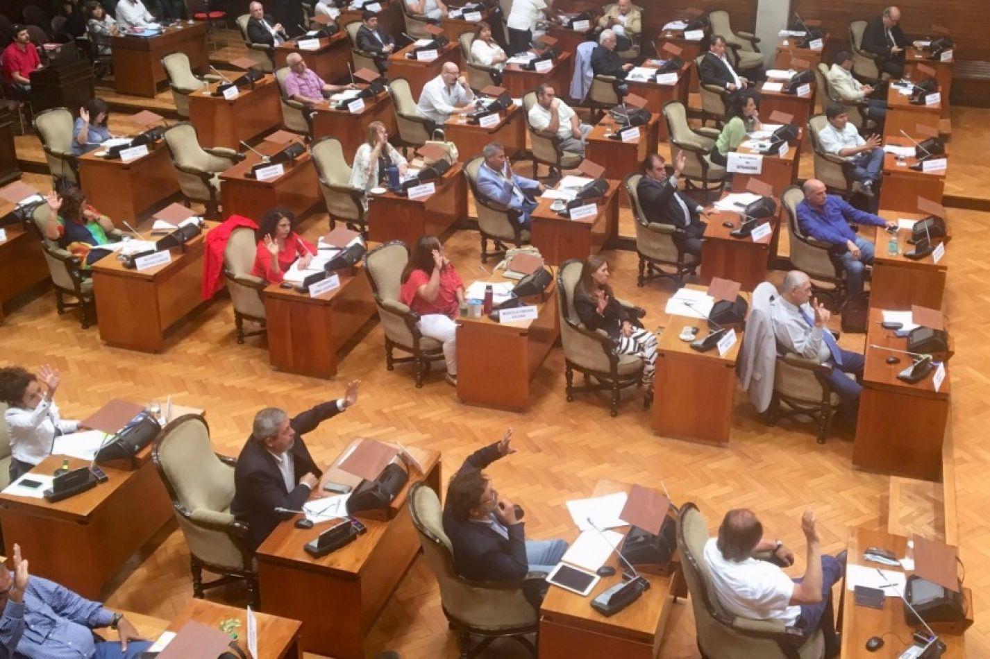 Aprueba el cobro de un seguro destinado a extranjeros que requieran atención médica en hospitales y centros de salud de Jujuy.