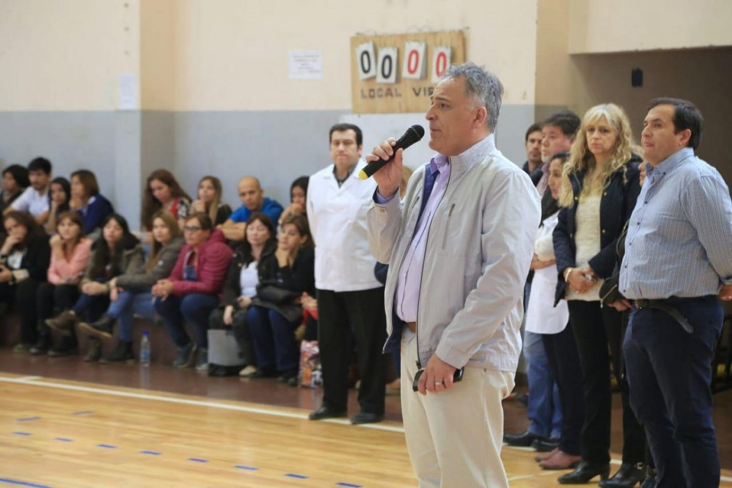 El ministro Diego Romero se reunió con padres de las escuelas 20 y 26