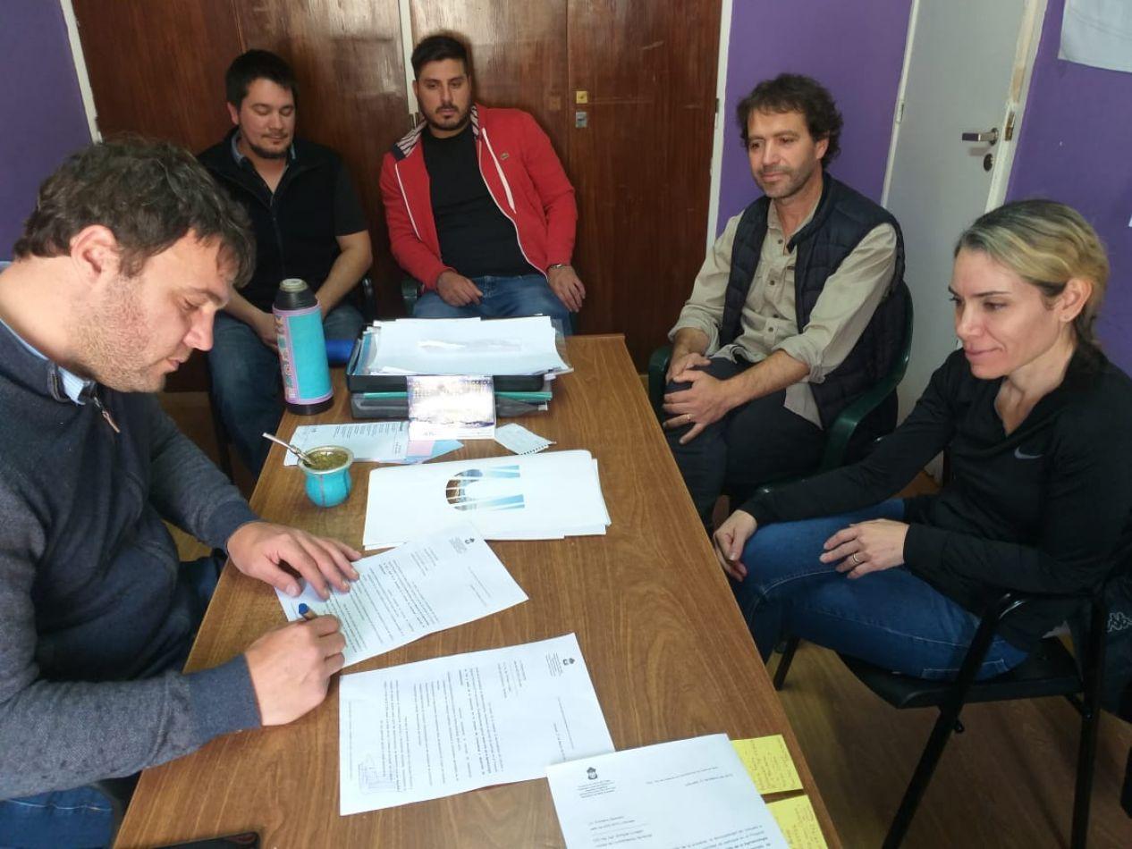 El secretario de Medio Ambiente de la Municipalidad de Ushuaia, Damián de Marco, se reunió con representantes del INTA