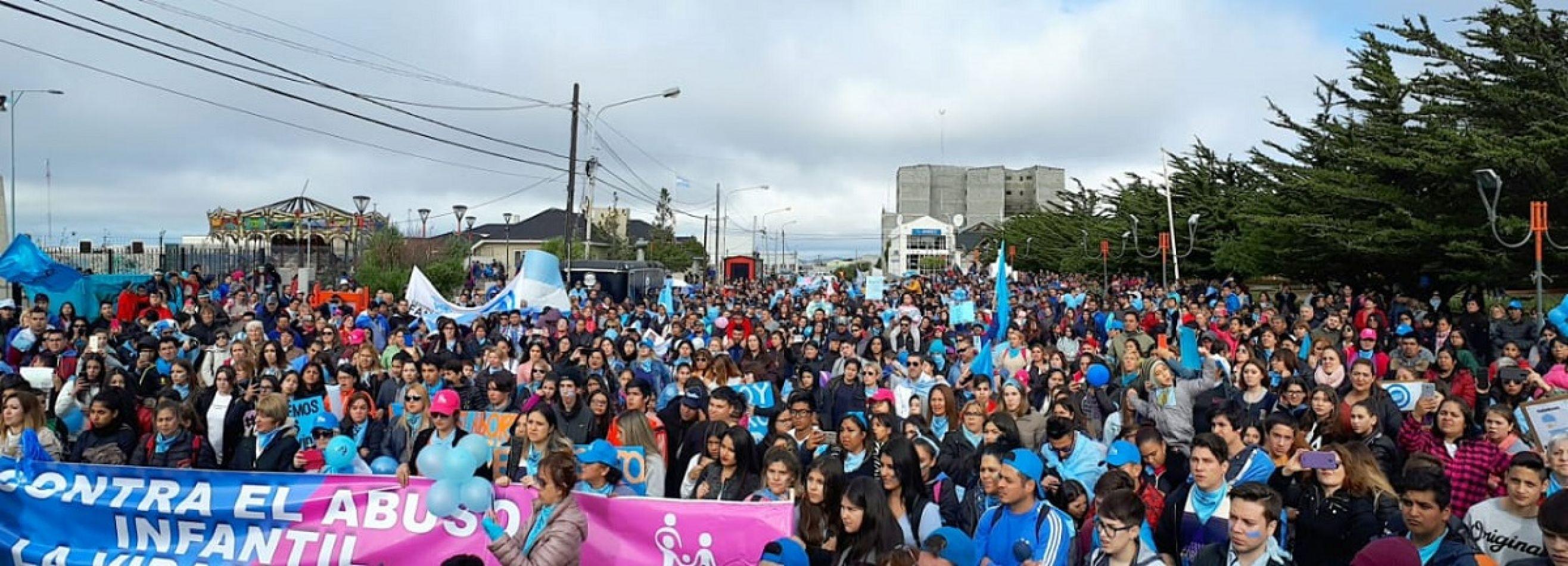 Multitudinaria Marcha por la Vida en Río Grande