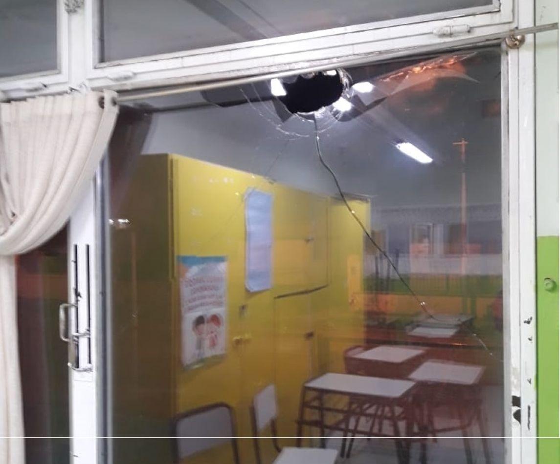 Más vandalismo en edificios públicos