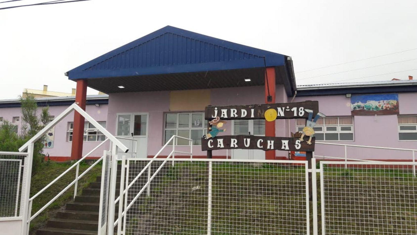 """El vicegobernador Juan Carlos Arcando visitó en Ushuaia, el Jardín de Infantes N° 18 """"Caruchas"""", del barrio 640 viviendas"""