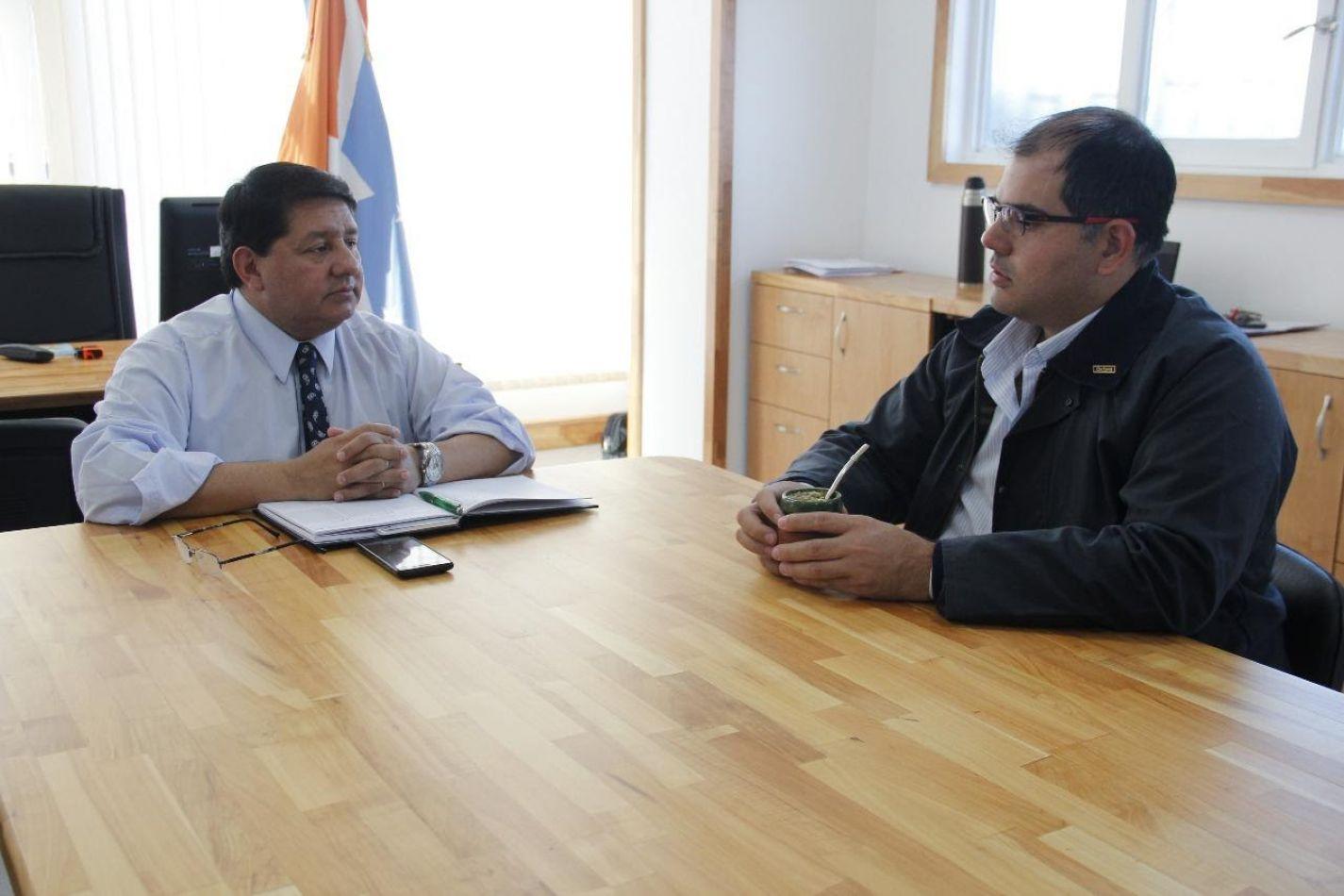 El ministro de Agricultura, Ganadería y Pesca Walter Abregú junto al secretario General de UATRE Ariel Aguilar