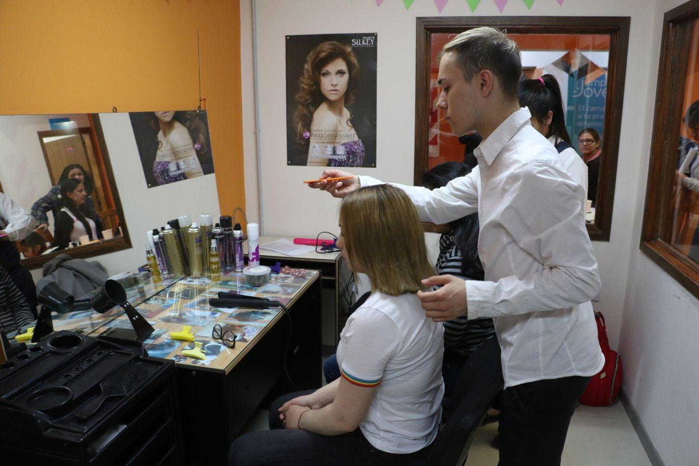 Dictan capacitaciones para fortalecer el autoempleo en la ciudad de Río Grande