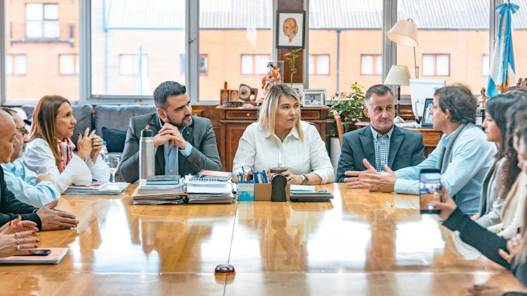 Vuoto acompañó la firma del convenio entre la Gobernadora y la Fundación Primeros Pasos