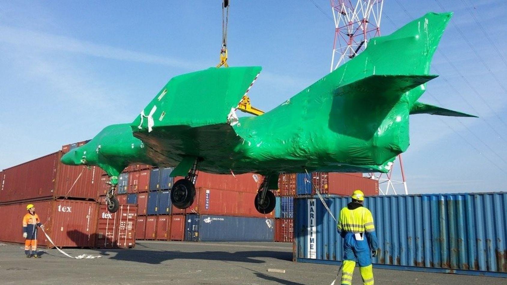 Los cinco aviones Super Etendard Modernisé (SEM) adquiridos por el Estado Nacional para la Armada llegarán el jueves al puerto de Ingeniero White.