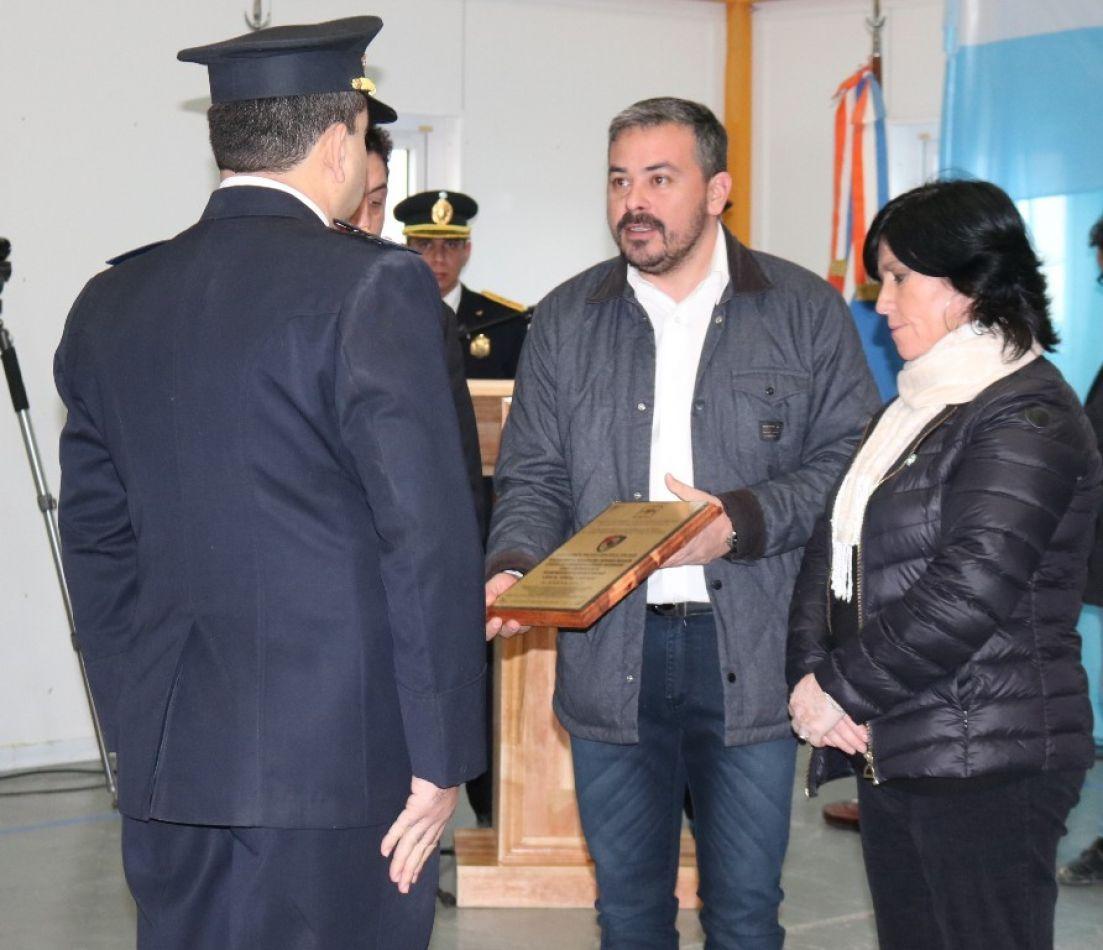Entregan mención especial a la División de Policia Científica de Tolhuin